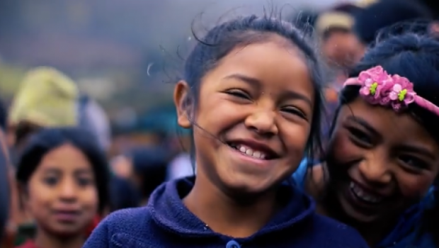 Un lápiz y un cuaderno reescriben el futuro de miles de niños