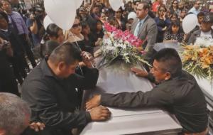 Despiden a pareja inmigrante que murió en accidente mientras huían de ICE